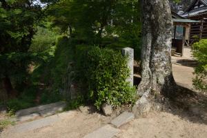 観音寺城入り口