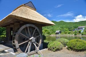 忍野八海・資料館の水車