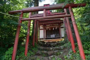 忍野八海・出口稲荷神社