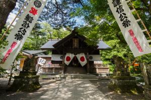 春日山神社・拝殿