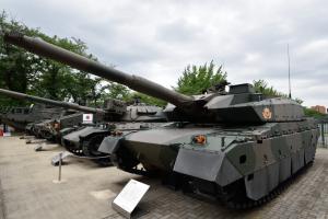 自衛隊広報センター・10式戦車