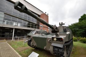 自衛隊広報センター・75式自走155mmりゅう弾砲