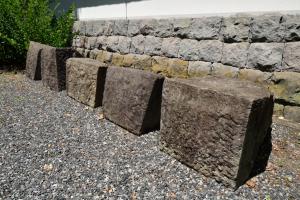 忍城・石垣の石