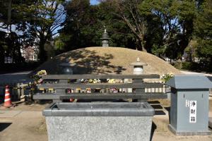平和記念公園・原爆供養塔
