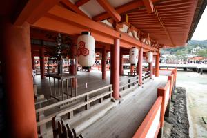 厳島神社・客神社祓殿