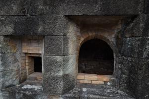 韮山反射炉・鋳物鉄投入口、石炭投入口