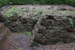 名護屋城・本丸の古い石垣