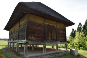 鞠智城・板倉復元建物