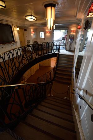 氷川丸・中央階段