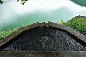 小河内ダム・湧き水