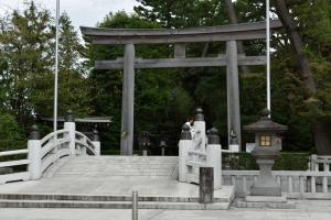 寒川神社・神池橋と三之鳥居