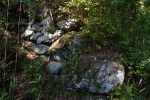 要害山・門跡の石垣