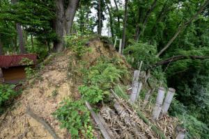 根小屋城跡・社裏の土塁