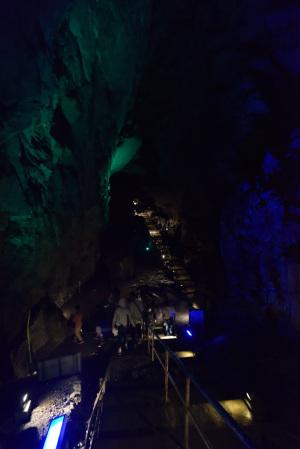 日原鍾乳洞・死出の山