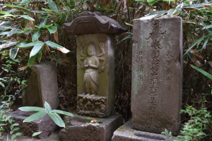 国分寺・仁王門付近の石仏