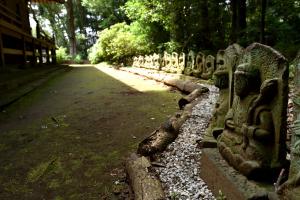 国分寺・薬師堂の石仏