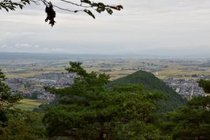 向羽黒山城・一曲輪からの眺め