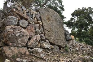 唐沢山城・本丸前の巨石