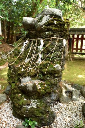 平岡八幡宮・山の神石