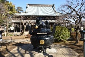 豪徳寺・仏殿と香炉